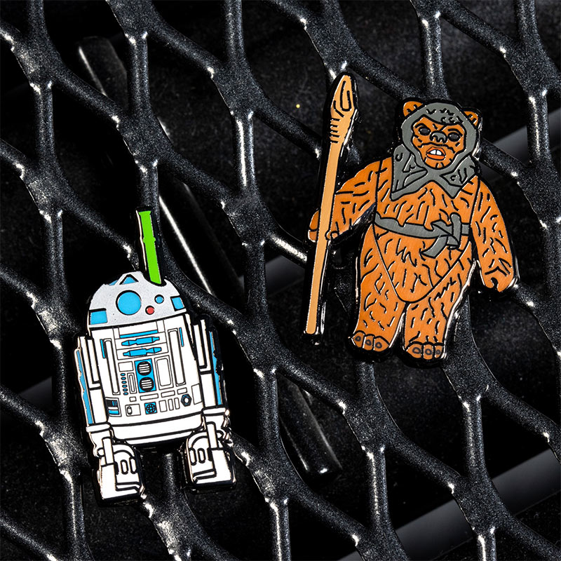 Pin Kings Star Wars Enamel Pin Badge Set 1.42 – R2-D2 (with pop-up Lightsaber) and Romba